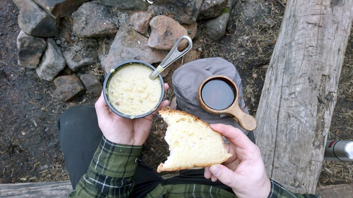 Open fire-toasted bread and traditional Finnish pea soup.