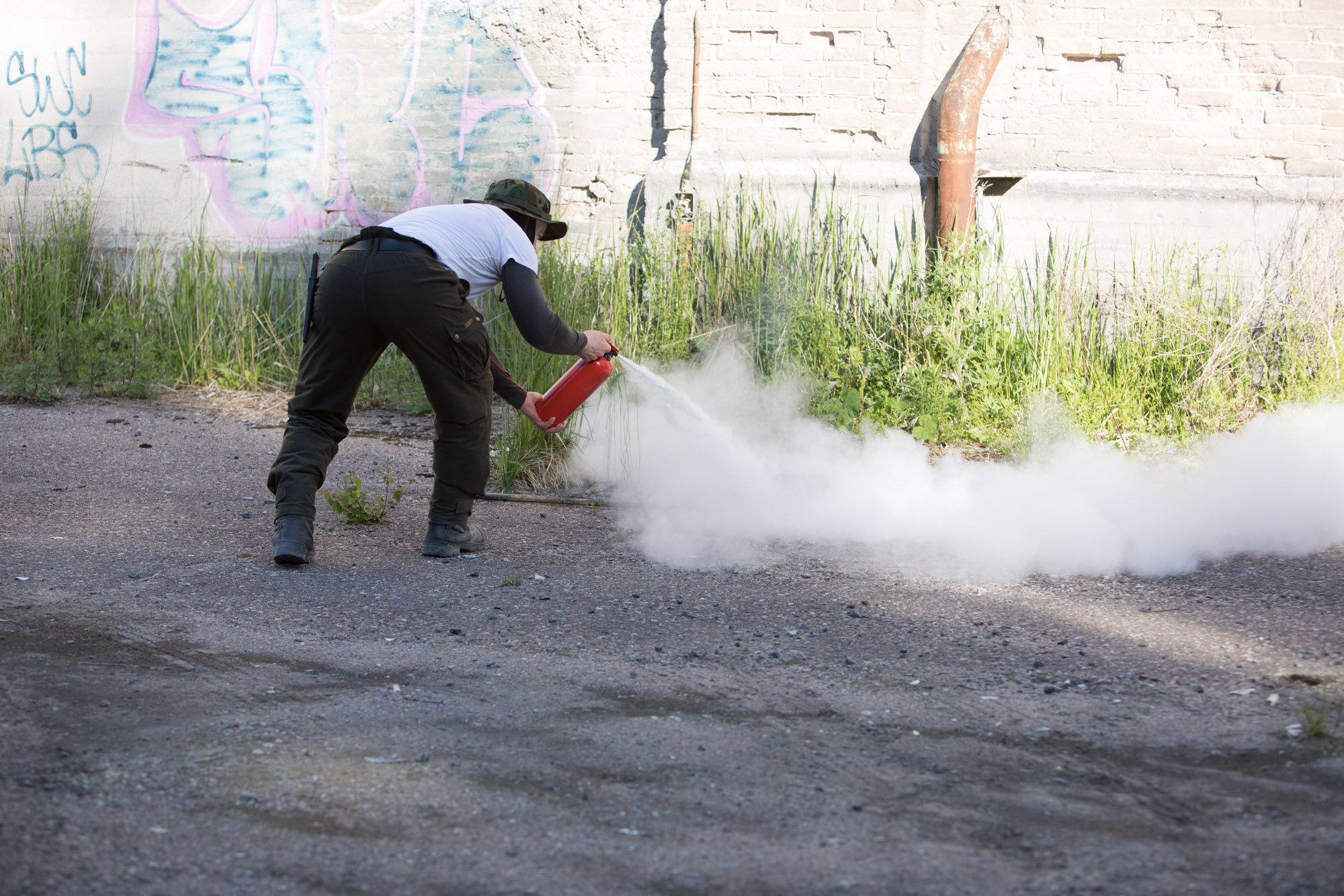 Training to use the powder extinguisher