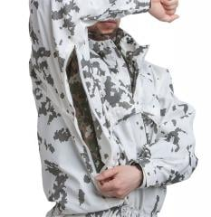 Särmä TST L7 Camouflage Anorak. Long armpit zippers for ventilation and access to pockets of jackets worn underneath the Camouflage Anorak.