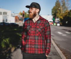 Särmä Wool Flannel Shirt. The model's true size would be Large, but he likes a bit more form fitting clothes, so he picked size Medium. With a woolen garment this works, as the material stretches and forms a bit.