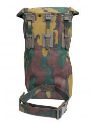 Belgian BEM 4 GP gas mask with carrying bag, surplus. On the back are provisions for attaching the case to your gear. Lower strap goes around your thigh.