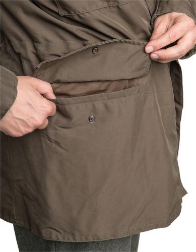 Austrian field jacket w. membrane, surplus. The pockets are simple and roomy.