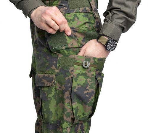 Särmä TST L4 Combat Pants. Two large, pleated cargo pockets. The flap can be closed with hook-and-loop, a button or both!