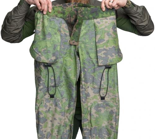 Särmä TST L4 Combat Pants. Knee heigh and leg length can be adjusted down by using these internal elastic cords.