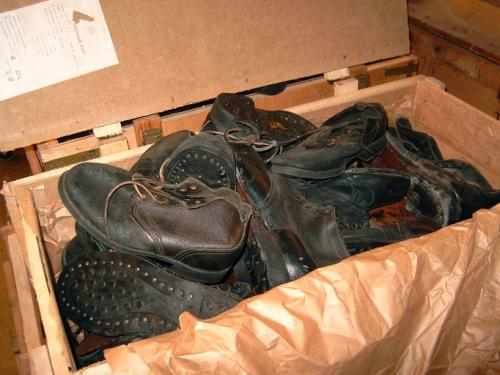 Russian navy shoes, with rubber soles, surplus. This is how they arrived to us.