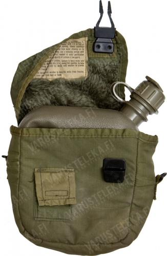 US 2 qt Canteen, olive drab, with pouch, surplus. The pouch pictured is the US army article, the bottles sold here have a Korean (South-) made copy.