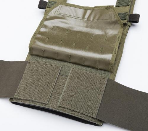 Särmä TST PC18 Plate Carrier. The elastic cummerbund attaches and is adjustable using hook-and-loop.