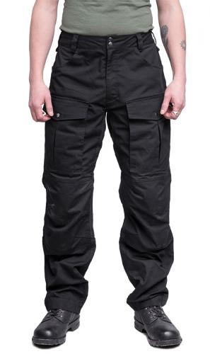 Särmä Outdoor Pants. This person has a 90 cm waist and is wearing size Medium