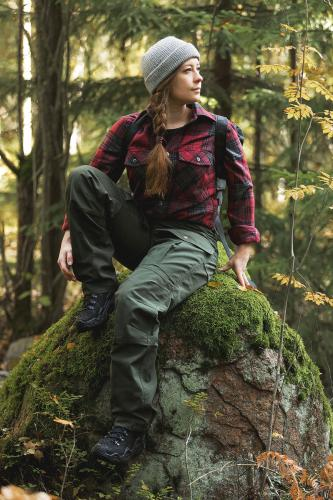 Särmä Outdoor Pants. Model's height 160 cm, seat 87 cm, waist 70 cm and chest circumference 85 cm. Worn clothes are size X-Small Regular.