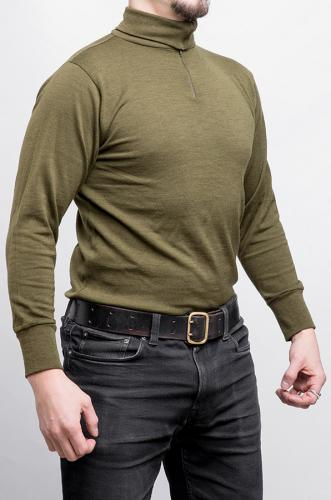 Italian Turtleneck Shirt, Surplus. Our model's strategic measurements are 176 / 96 cm, and he wears size Medium.
