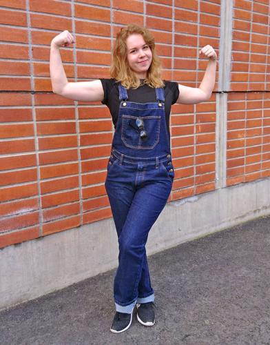Särmä Denim Overalls. Model's height 166 cm, chest 93 cm, waist 72 cm, with size Small overalls.