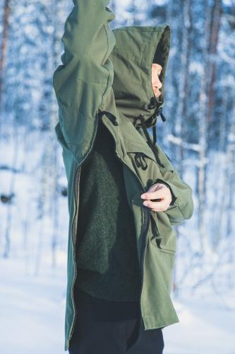Särmä Windproof Anorak. The anorak opens up completely from the sides with two-way zippers.