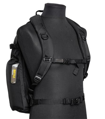 CamelBak Urban Assault Pack, black, with water bottle, surplus. A good basic set of carrying straps. The waistbelt can be easily removed.