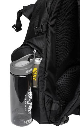 CamelBak Urban Assault Pack, black, with water bottle, surplus. A CamelBak HOD Eddy 0,75 l (25 oz) bottle is included.