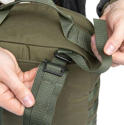 Särmä TST CP15 Combat pack. Pass the webbing through the slide buckle and D-ring.