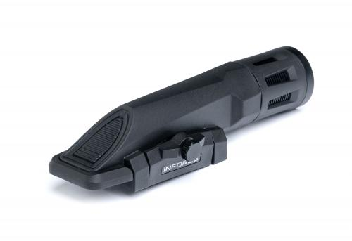 Inforce WMLx 800 lm Weaponlight. Simple and functional button with a lift-up safety bar.